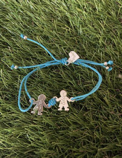 photo bracelet avec breloques gravées