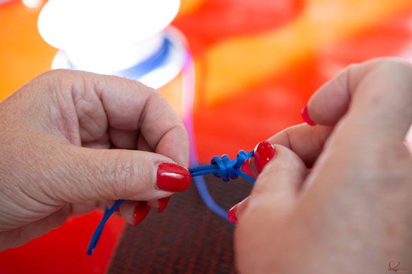photo création bijoux gravé nœud cordon