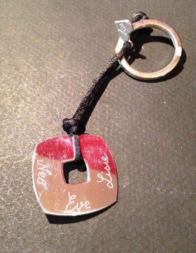 Photo porte-clé médaille carrée gravée
